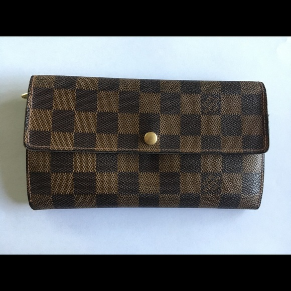 f2f552bada4e Louis Vuitton Handbags - Authentic Louis Vuitton Sarah Wallet Damier Ebene